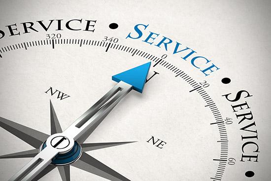 Kompass zeigt auf das Wort Service