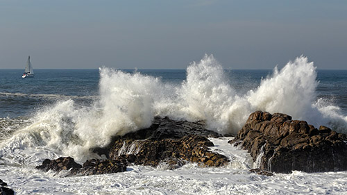 Splashing waves against rocks
